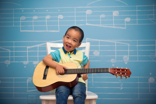choisir-guitare-enfant