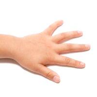 Les mains des enfants ne sont aptes à passer des accords. Jouez aux notes à notes, sans gros écarts.